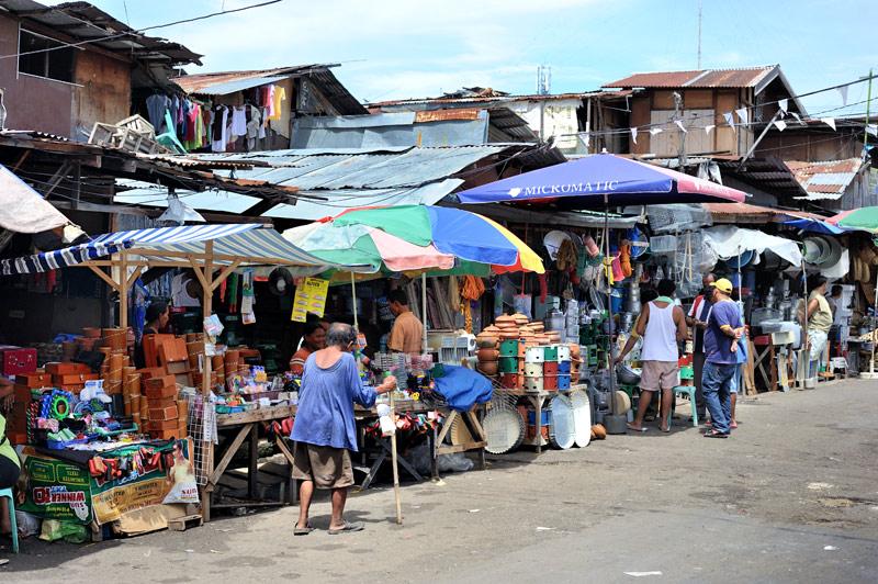 Некоторый творческий срач под ногами вполне компенсируется дружелюбием местного населения, посему прогулка по базару обещает быть весьма приятной.