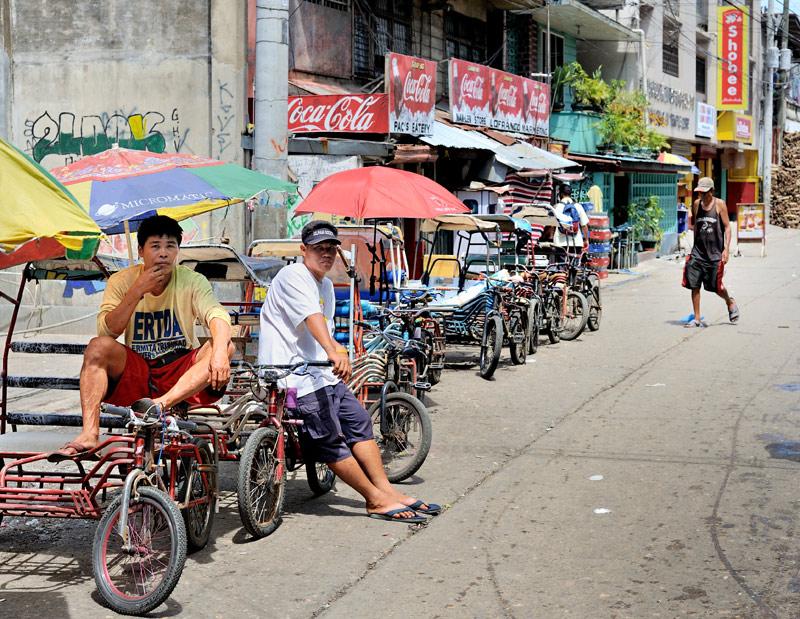Околобазарные велорикши.
