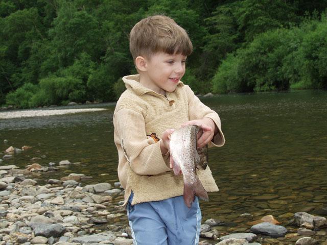 Жрали рыбу добытую традиционными нахлыстовиками и прочими поплавочниками.