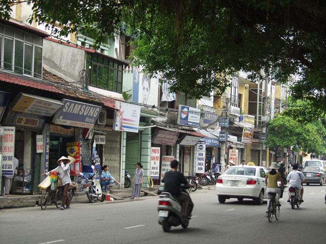 Улицы Ханоя. Достаточно патологическое зрелище. Тут лучше смотреть без комментариев.
