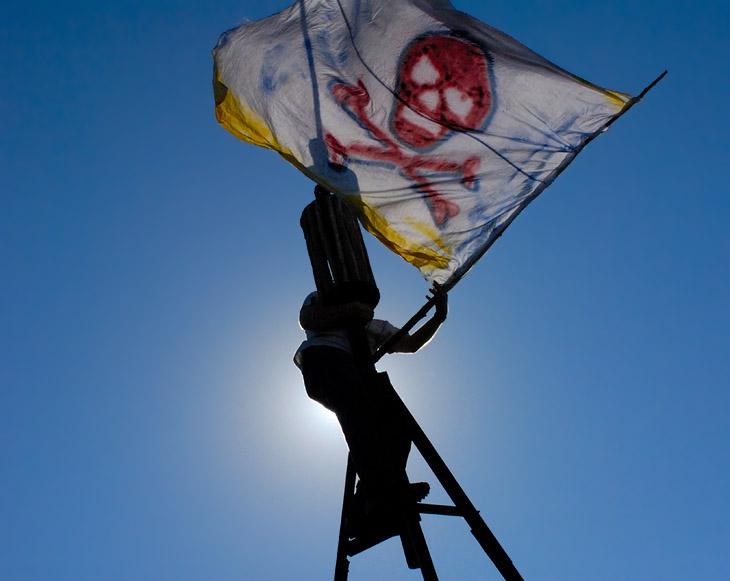 Увенчали покоренную вершину соответствующим флагом.