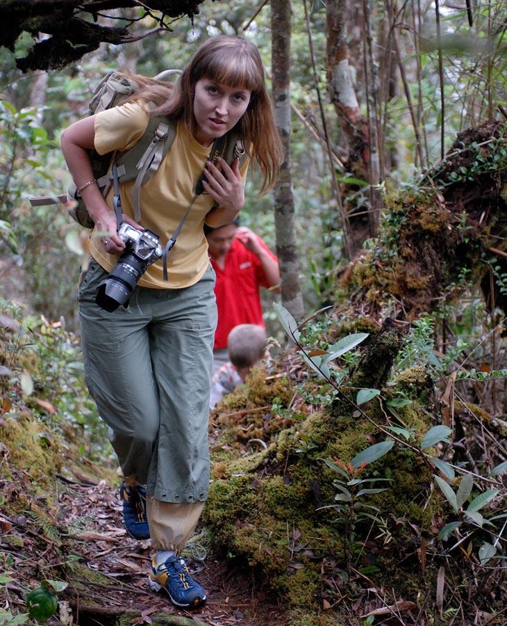 Мое семейство стойко терпело многочисленные радости путешествия. Героически кормило собой медуз и прочих комаров да мошек.               Ломилось через колючие джунгли в поисках полоумных обезьян и хищных цветов. Пыхтело с рюкзаком в душных испарениях дождевого леса.