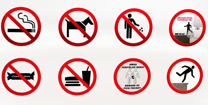 Коллекция доходчивых знаков, висящая на станции монорельса: не курить, не заниматься зоофилией, не сорить деньгами, не задирать лапу на проходящие вагоны, не клацать челюстью, не есть американскую пищу, избегать случайных               однополых связей и не нырять пока тут не налили воды. Замечательное пополнение моей обширной экспозиции.