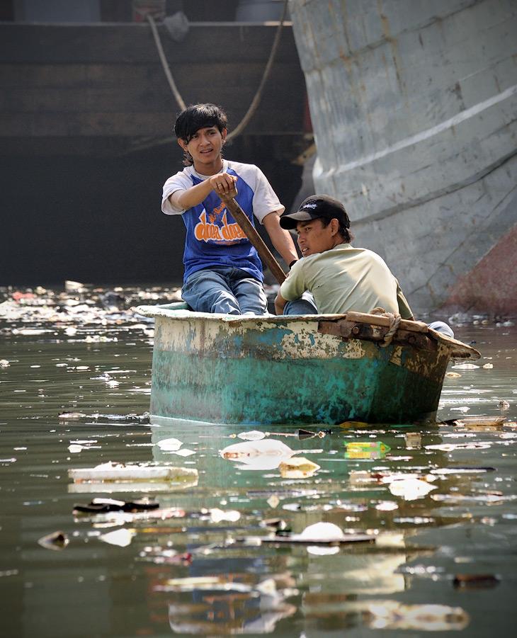 Ныне Джакарта представляет собой конгломерат огромной помойки с открытым канализационным коллектором. Сложно себе вообразить               более грязный город.