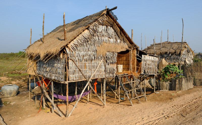 Эту планету объединяют ведра из-под строительной шпаклевки. Их можно встретить и на роскошной океанской яхте и в камбоджийской             хижине.